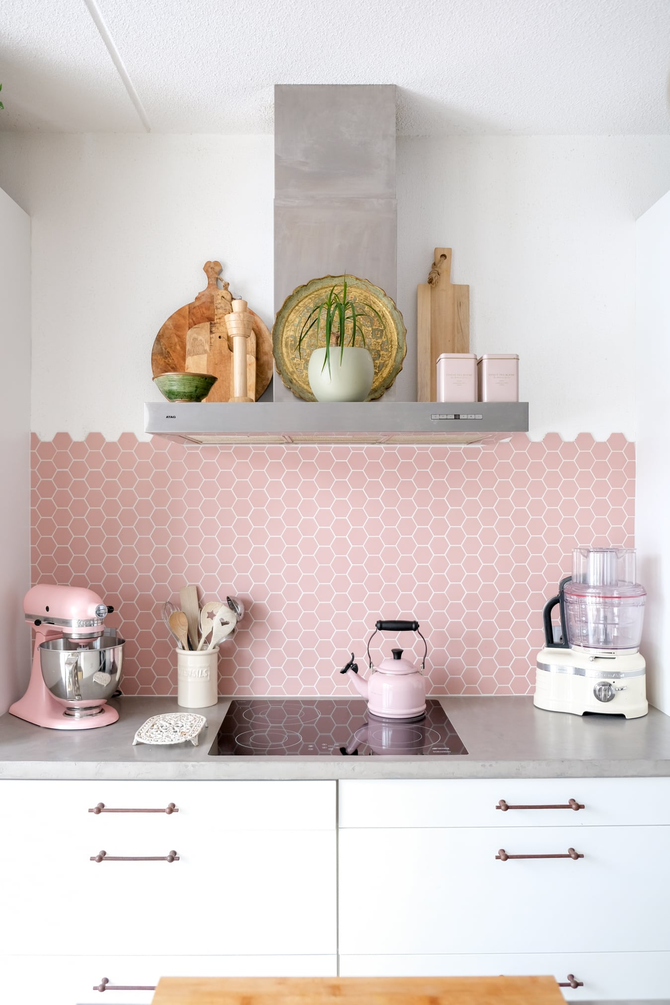 roze hexagon tegels keuken