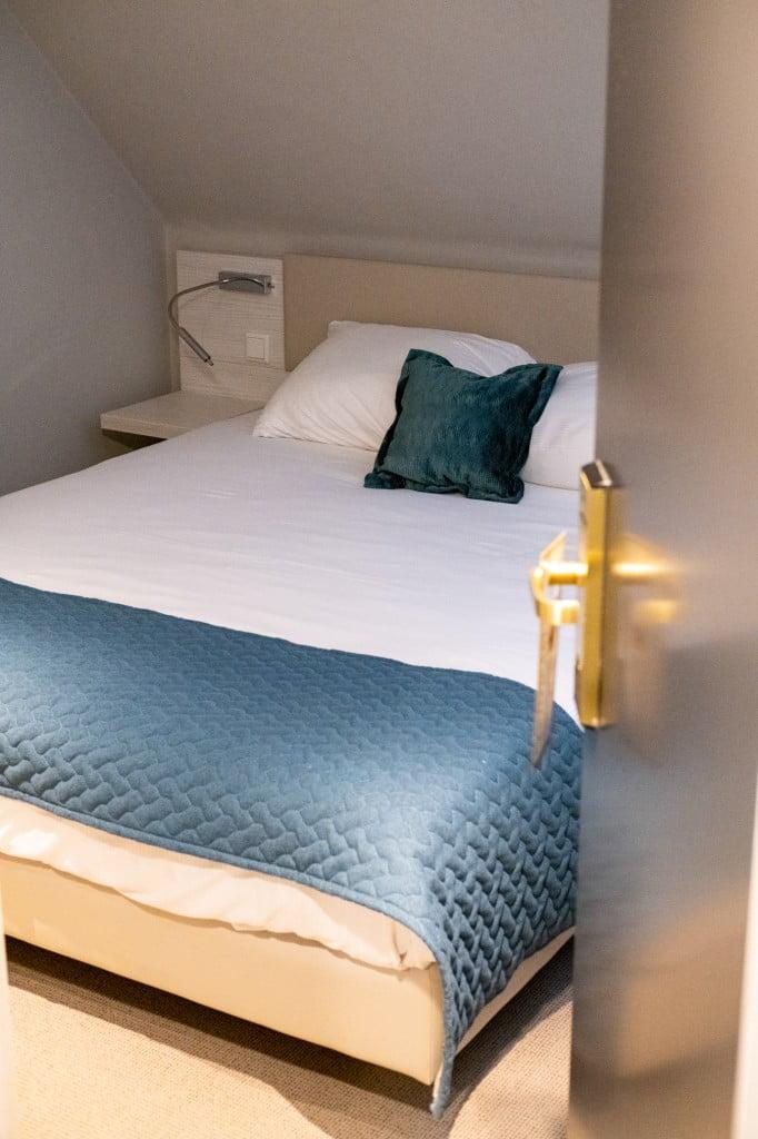 kleine hotelkamer in Overijssel