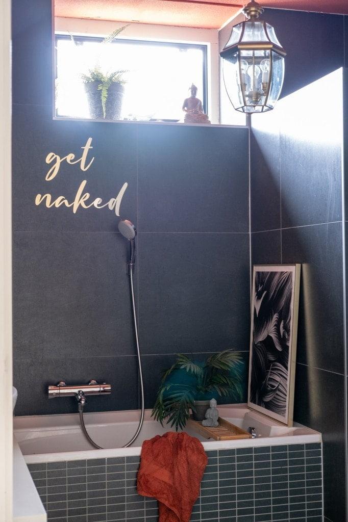 badkamer tekst muur