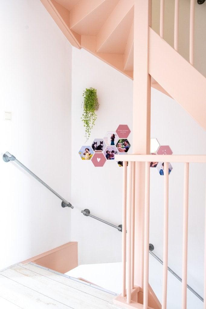 hexagon fotocollage langs de trap