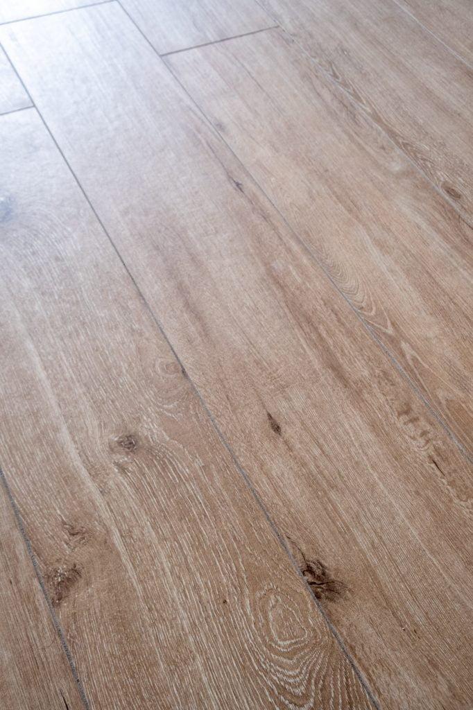 tegelvloer met hout look