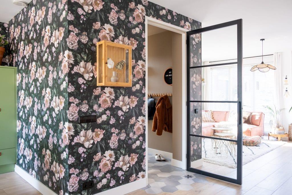 behang met bloemprint