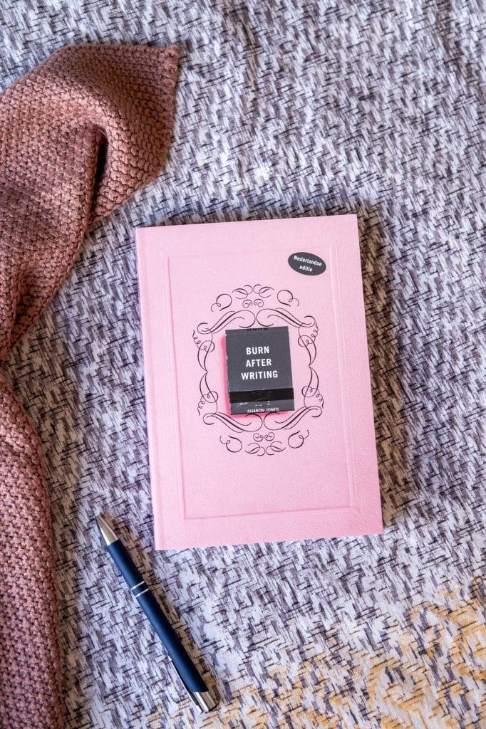 zelfkennis vragenboek roze