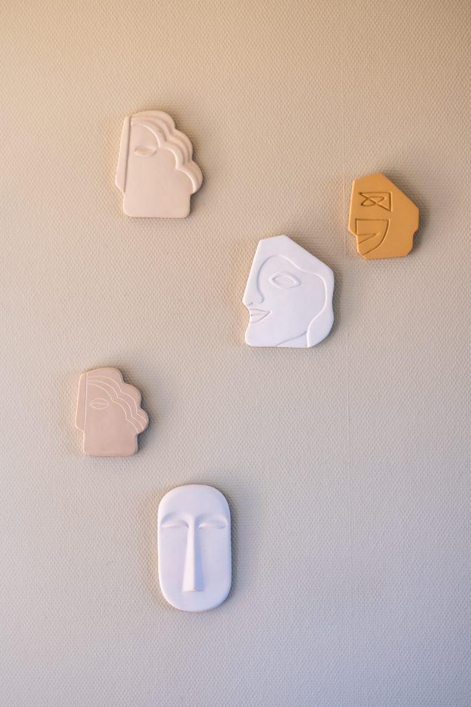 HK Living maskers aan de muur