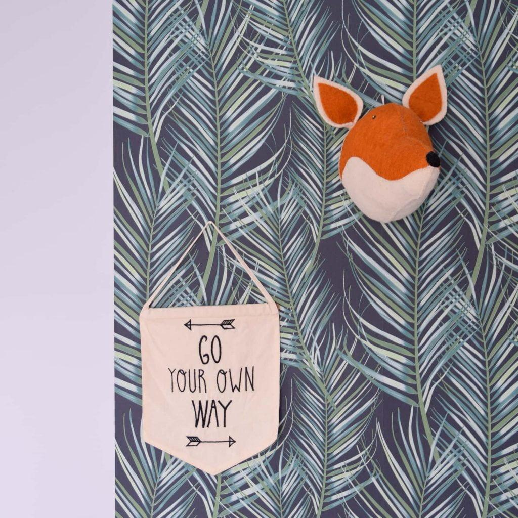 stylen met stoer behang voor in de junglekamer
