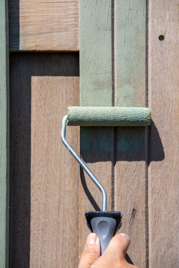houten schutting groen beitsen