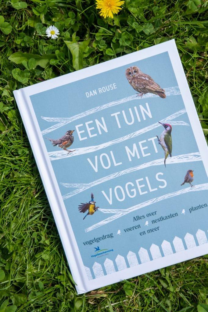 een tuin vol met vogels boek